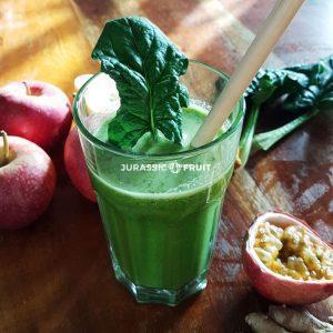 Grüner Saft mit Passionsfrucht